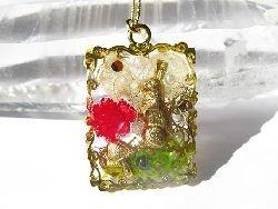 画像1: オルゴナイト ペンダント (飾りスクエア型*うさぎと赤い花)